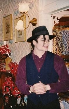 Michael jackson 🖤 Michael Jackson Live, Michael Jackson Wallpaper, Rare Pictures, Rare Photos, Jackson Family, Beautiful Smile, Best Artist, Peace And Love, My Idol