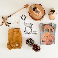 Total Perfection How gorgeous is this flatlay from @jacqueline_evie_jonti  featuring our caramel Archie Moccs   Use LEAPYEAR for 29% off soft soles.. #justraybaby #moccasins #flatlay