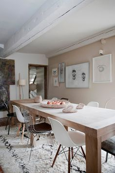 modern, sleek dining room table with mismatched chairs Dining Room Inspiration, Home Decor Inspiration, Color Inspiration, Dining Room Design, Dining Room Table, Dining Chairs, Eames Chairs, Room Chairs, Dining Area