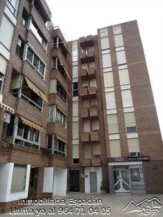 Alquiler piso sin amueblar en Segorbe en la calle Obispo Canubio. Está compuesto por comedor, cocina, 2 cuartos de baño y 3 habitaciones. Con los electrodomésticos basicos. 300 € al mes