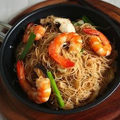 Stir Fried Rice Noodles (Mee Hoon Goreng): Cherry on a Cake Prawn Stir Fry, Stir Fry Rice, Asian Recipes, Mexican Food Recipes, Ethnic Recipes, Indonesian Recipes, Fried Rice Noodles, Asian Noodles, Seafood Recipes