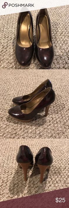 """Tortoise shell colored heels Tortoise shell women's heels size 7 barely worn brand is splash heel heigh 4.5"""" Front platform height 1"""" kind of a patten leather look to them splash  Shoes Heels"""