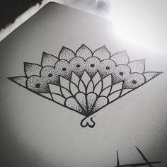 leque mandala :) agende já seu horário!! #draw #drawing #pontilhimos…