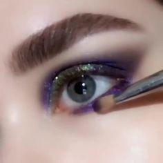 eye makeup art in hand * eye makeup on hand art . eye makeup art in hand Eye Makeup Steps, Eye Makeup Art, Natural Eye Makeup, Glam Makeup, Makeup Inspo, Makeup Inspiration, Party Makeup, Cool Makeup, Soft Grunge Makeup