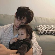 Ulzzang Boys / Korean Fashion & Beauty - You are in the right place about baby strollers Here we offer you the most beautiful pictures abou - Cute Asian Babies, Korean Babies, Asian Kids, Cute Babies, Asian Parents, Father And Baby, Dad Baby, Mom And Baby, Baby Kids