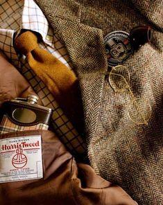 A tweed coat with a checked shirt and mustard yellow necktie. English Gentleman, Gentleman Style, True Gentleman, Sharp Dressed Man, Well Dressed Men, Tweed Ride, Estilo Preppy, Classic Style, My Style