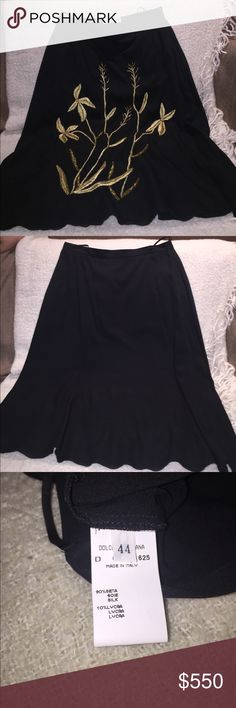 Dolce & Gabbana Skirt Authentic, size 44, Size 8-10 American standards. Excellent condition, wore only once. Embroidered in gold tread & beads. High waisted with zipper on the side Dolce & Gabbana Skirts Midi