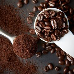 Coffee beans to ground coffee. Coffee Is Life, Coffee Love, Coffee Shop Japan, Coffee Grain, Café Chocolate, Coffee Shot, Coffee Delivery, Fresh Roasted Coffee, Aesthetic Coffee