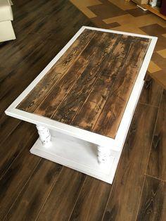 Журнальный кофейный столик из дерева на балюстрадах. Комбинированная окраска. Balustrade coffee table. Wooden