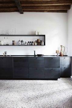 65 Gorgeous Minimalist Kitchen Decor And Design Ideas Kitchen Inspirations, Kitchen Design Color, Black Kitchens, Kitchen Flooring, Kitchen Decor Modern, Loft Kitchen, Minimalist Kitchen, Kitchen Style, Minimalist Kitchen Design