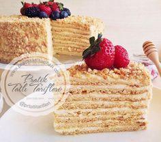 Rusların sürekli yaptığı bir pastadır Medovik Pastası. Bal, ceviz ve krema birleşmesiyle bütünleşen bu pastadan evinizde yapabilirsiniz...