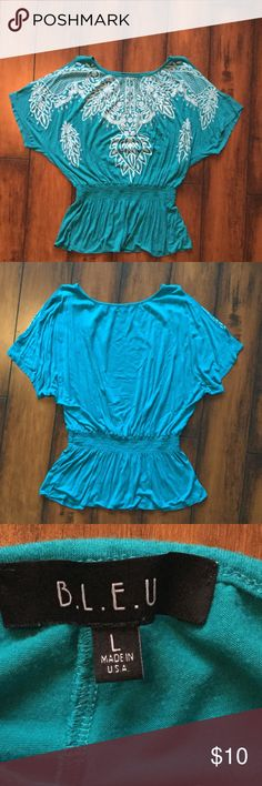 Teal cold shoulder top Teal cold shoulder top size large. Preloved. Has tiny rhinestones on it. Barely notice 2 missing. Shown in last pic, but not noticeable at all. Price lowered for it. Bundle and save bleu Tops Tees - Short Sleeve
