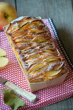 Here is a cake recipe that fits perfectly with apples. French Desserts, No Cook Desserts, Delicious Desserts, Dessert Recipes, Yummy Food, Apple Recipes, Fall Recipes, Sweet Recipes, Food Cakes