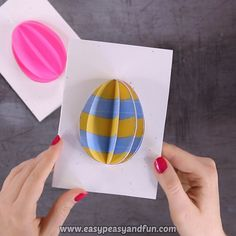 Easter Egg Card Idea , Does your family give or send Easter cards? Or are you planning to make an Easter card with your class in school? This Easter Egg Card is a fun and easy project for all ages. Diy Easter Cards, Diy Easter Decorations, Bunny Crafts, Easter Crafts For Kids, Easter Eggs Kids, Egg Card, Easter Activities, Birthday Greetings, Birthday Cards