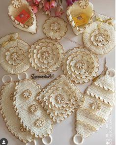 Cd Project, Crochet Tablecloth, Irish Crochet, Crochet Flowers, Burlap Wreath, Angles, Crochet Projects, Crochet Earrings, Diy