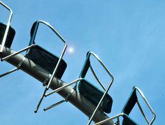 Les terrasses sont devenues le lieu privilégié des fumeurs, elles sont aussi le lieu où il est plaisant de se poser dès les premiers beaux jours ou en fin de journée. Les terrasses doivent vivre. pas de chaise vide en terrasse DJ Texas Bullrider Avant...