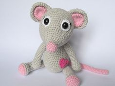 Mouse Tili in Love - Amigurumi Crochet Pattern / PDF e-Book / Stuffed Animal Tutorial by DioneDesign on Etsy https://www.etsy.com/listing/176679013/mouse-tili-in-love-amigurumi-crochet