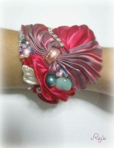 shibori bracelet  https://www.facebook.com/rejegioielliinsoutache?fref=ts www.rejesoutache.com