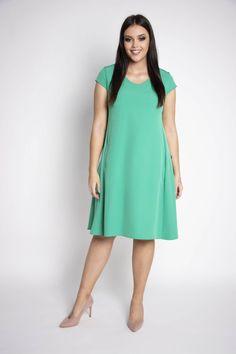 e1e74eee79 Sukienka KINGA z pewnością zwróci uwagę niejednej pani noszącej większe lub  duże rozmiary. Rozkloszowany fason