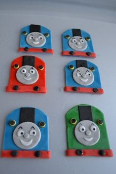 Thomas and friends cupcakes fondant toppers Thomas The Tank Cake, Thomas The Train, Eatable Flowers, Fondant Cupcake Toppers, Fondant Figures, Thomas And Friends, Some Recipe, Cake Ideas, Pear
