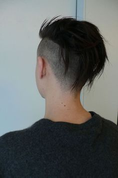 Basically my hair now but longer. need this reminder that I DO want to keep growing. Undercut Hairstyles, Cool Hairstyles, Haircuts, Hairstyle Short, Hair Inspo, Hair Inspiration, Short Hair Cuts, Short Hair Styles, Short Punk Hair