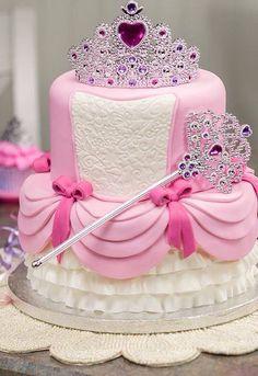 Gâteau princesse rose et blanc avec couronne