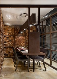 Kuo, the little sister of Restaurant Nomo, keeps the essence, but with radically different staging. Organic materials and straight lines come together in harmony in an environment composed of small individual spaces. It's the cumulative effect of...