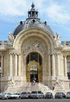 Le Petit Palais est un monument historique de Paris, aujourd'hui utilisé comme musée des beaux-arts, qui fut construit à l'occasion de l'Exposition universelle de 1900