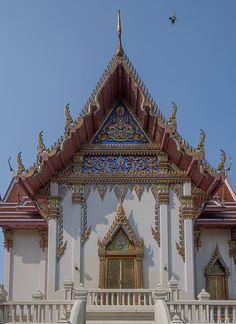 2014 Photograph, Wat Phichai Songkhram Phra Ubosot Side Entrance, Pak Nam, Mueang Samut Prakan, Samut Prakan Province, Thailand, © 2014. ภาพถ่าย ๒๕๕๗ วัดพิชัยสงคราม ด้านทางเข้า พระอุโบสถ ปากน้ำ เมืองสมุทรปราการ จังหวัดสมุทรปราการ ประเทศไทย