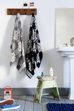 Pendleton Jacquard Towel - Urban Outfitters love the neutral aztec towels in the bathroom