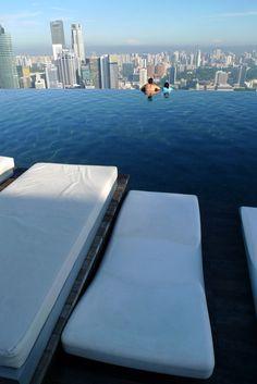 世界一高い、マリーナベイサンズの「天空プール」 |
