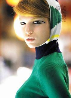 A edição de setembro da Vogue Japão traz um suplemento de beleza que foca os olhos como elementos principais da maquiagem. O editorial clicado pelo fotógrafo Raymond Meier apresenta as modelos Luisa Blanchin e Yulia Terentieva com makes pra lá de con