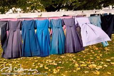 Amish clothes line Amish Culture, Amish Community, Amish Country, Country Life, Amish Quilts, Simple Living, Frocks, Fascinator, Bridesmaid Dresses