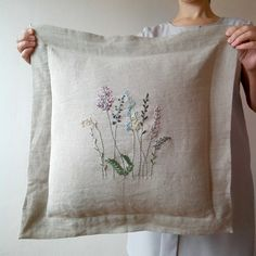 Cushion Embroidery, Embroidery Bags, Creative Embroidery, Hand Embroidery Stitches, Embroidery Patterns, Embroidered Bedding, Brazilian Embroidery, Sewing Stitches, Cross Stitch Flowers