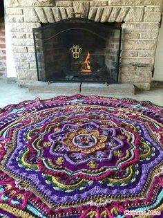 В последнее время интернет прямо-таки заполонили прекрасные изделия в технике Mandala Madness.