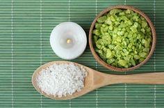Füge Salz zu Deinem Shampoo hinzu und löse eines der größten Haarprobleme