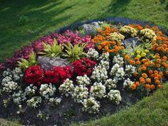 Gorgeous 93 Simple and Gorgeous Flower Bed Ideas on A Budget https://homeastern.com/2017/07/09/93-simpel-gorgeous-flower-bed-ideas-budget/