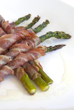 Pancetta Wrapped Asparagus / @DJ Foodie / DJFoodie.com