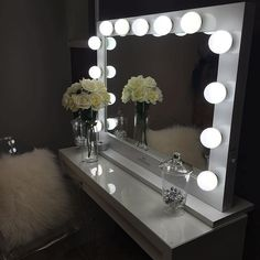 OUR BIGGEST YET! Just like the pros! Impressions Vanity's Hollywood Studio SeriesVanity Mirrors aredesigned with the classic Hollywood studio backstages in mind. It comes withstandard dimmer dial thatprovidescomplete control over lighting ina luxurious blackor whitegloss…