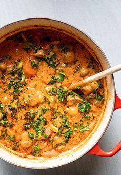 Syndig simremad - Mørbradegryde med bacon og fløde West African Food, Good Food, Yummy Food, Edamame, Food Videos, Bacon, Grilling, Food Porn, Curry