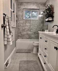 Badezimmer umgestalten – New Ideas – diy bathroom ideas Bathroom Remodel Shower, Bathroom Makeover, Modern Bathroom, Bathroom Renovations, Tile Remodel, Small Remodel, Bathrooms Remodel, Bathroom Design, Bathroom Decor