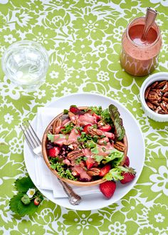 Cafe Johnsonia: Mixed Greens with Fresh Strawberry-Herb Dressing