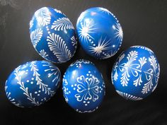 Zdobení voskem Egg Crafts, Easter Crafts, Diy And Crafts, Egg Shell Art, Easter Egg Pattern, Egg Tree, Easter Egg Designs, Ukrainian Easter Eggs, Spring Projects