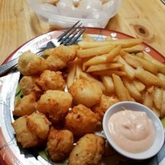 Scallops dipped in buttermilk and tossed in seasoned flour are deep-fried until golden and crispy in this easy, family-friendly recipe. Fish Dishes, Seafood Dishes, Fish And Seafood, Chef John Recipes, Cooking Recipes, Vegetarian Recipes, Deep Fried Scallops Recipe, Seafood Dressing Recipe, Fish Recipes