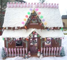 Crafty Sisters: This Ain't Your Momma's Gingerbread House!