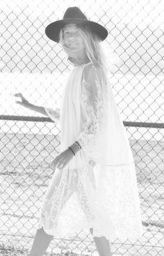 Love an ethereal lace dress worn with a black fedora Fashion Mode, Boho Fashion, White Fashion, Boho Gypsy, Hippie Boho, Bohemian Soul, Gypsy Soul, Lace Dress, White Dress