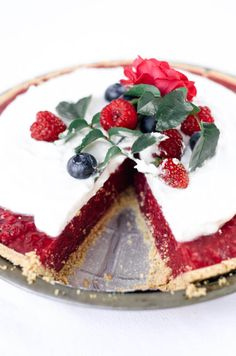 Fun, pretty, and delicious! This gluten free and dairy free pie is made with a delicious graham cracker crust. Filled with fresh raspberry filling, and topped with whipped coconut cream and berries.