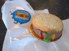 product shot via Carl's Jr. via Foodbeast Foodbeast is reporting that fast food chain Carl's Jr. is testing out a new product called the Ice Cream Brrrger Carl's Jr, Eating Fast, Fast Food Chains, New Recipes, Hamburger, Nom Nom, Ice Cream, Food News, Ethnic Recipes