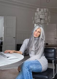 The day after the night before. Grey Hair Over 50, Long Gray Hair, Grey Wig, Beauty Supply Wigs, Grey Hair Transformation, Blonde Hair With Roots, Grey Hair Inspiration, Grey Blonde, Black Hair Extensions
