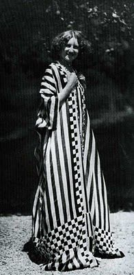 Emilie Floge, 1914, Emilie is wearing one of Klimt's dress shirts that he made for her- similar to mabel in hair style and dress .